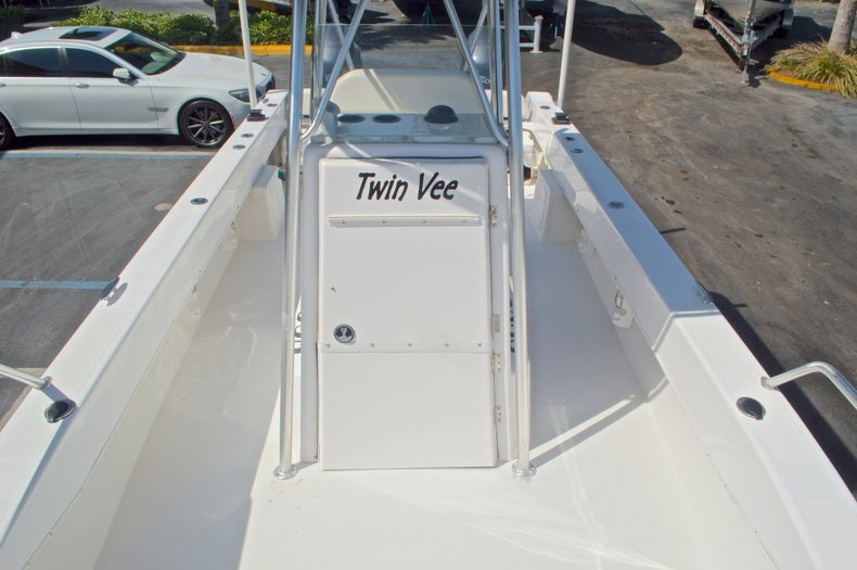 Image 47 for 2005 Twin Vee 26 CC Center Console in West Palm Beach, FL