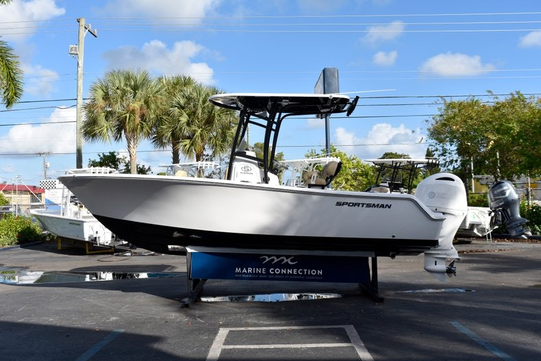 Thumbnail 4 for New 2019 Sportsman Open 212 Center Console boat for sale in Miami, FL