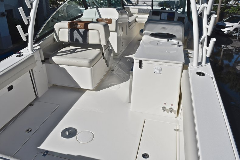 Thumbnail 9 for New 2019 Cobia 280 DC Dual Console boat for sale in West Palm Beach, FL