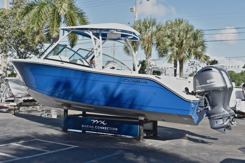 Thumbnail 6 for New 2019 Cobia 280 DC Dual Console boat for sale in West Palm Beach, FL
