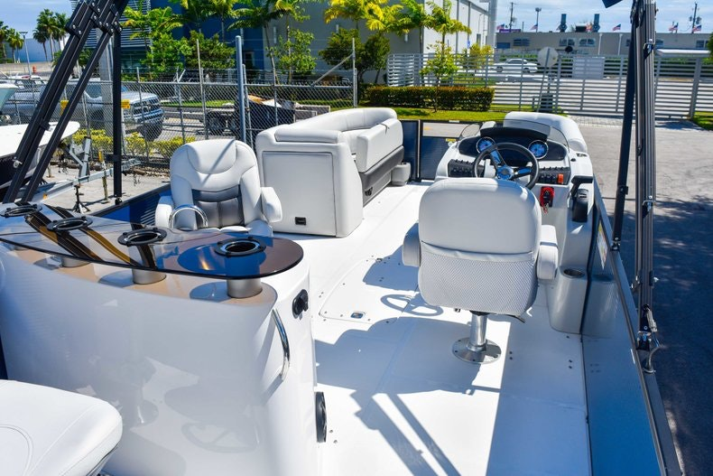 Thumbnail 9 for New 2019 Hurricane FunDeck FD 236 Wet Bar OB boat for sale in Miami, FL