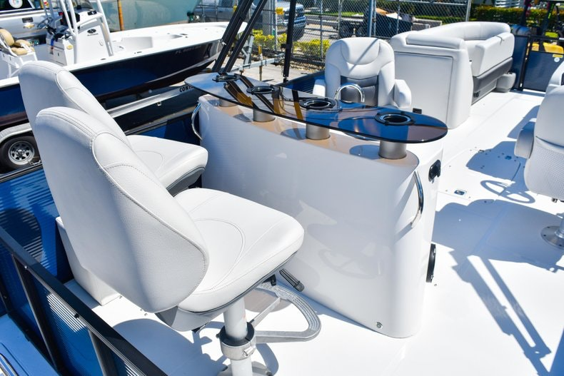 Thumbnail 12 for New 2019 Hurricane FunDeck FD 236 Wet Bar OB boat for sale in Miami, FL