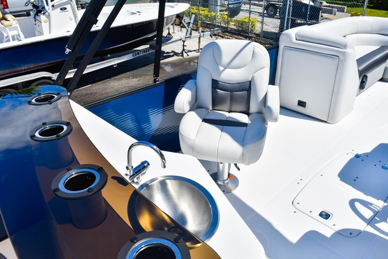 Thumbnail 21 for New 2019 Hurricane FunDeck FD 236 Wet Bar OB boat for sale in Miami, FL
