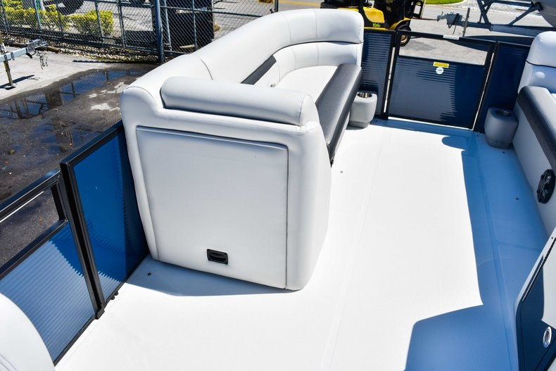 Thumbnail 30 for New 2019 Hurricane FunDeck FD 236 Wet Bar OB boat for sale in Miami, FL