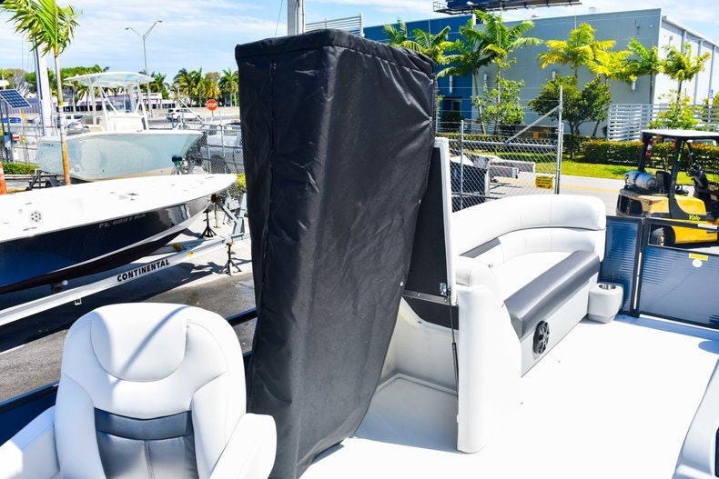 Thumbnail 31 for New 2019 Hurricane FunDeck FD 236 Wet Bar OB boat for sale in Miami, FL