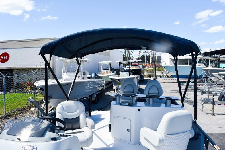 Thumbnail 50 for New 2019 Hurricane FunDeck FD 236 Wet Bar OB boat for sale in Miami, FL