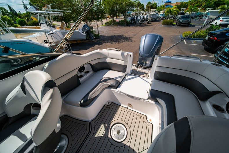 Thumbnail 11 for New 2019 Hurricane SunDeck SD 2486 OB boat for sale in Vero Beach, FL