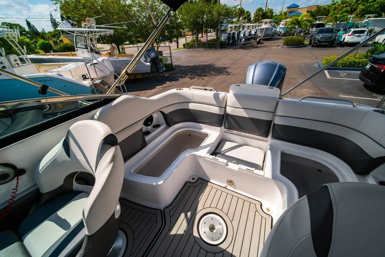 Thumbnail 12 for New 2019 Hurricane SunDeck SD 2486 OB boat for sale in Vero Beach, FL