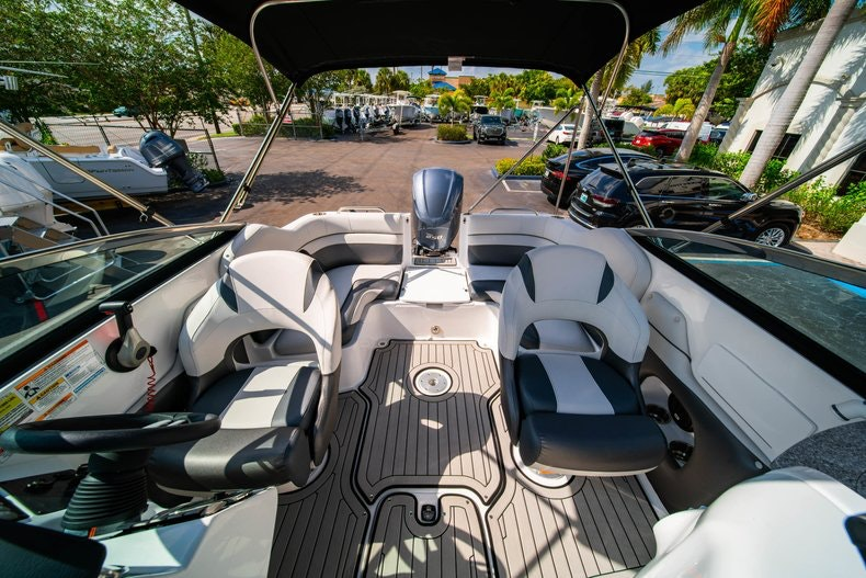 Thumbnail 10 for New 2019 Hurricane SunDeck SD 2486 OB boat for sale in Vero Beach, FL