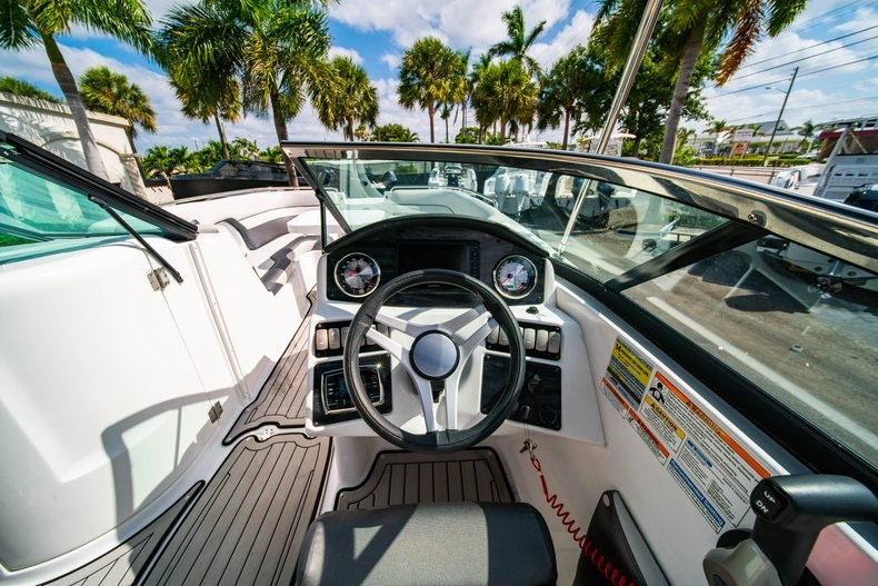 Thumbnail 17 for New 2019 Hurricane SunDeck SD 2486 OB boat for sale in Vero Beach, FL