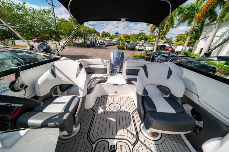 Thumbnail 22 for New 2019 Hurricane SunDeck SD 2486 OB boat for sale in Vero Beach, FL