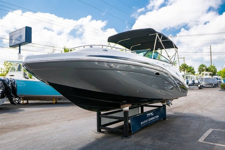 Thumbnail 3 for New 2019 Hurricane SunDeck SD 2486 OB boat for sale in Vero Beach, FL