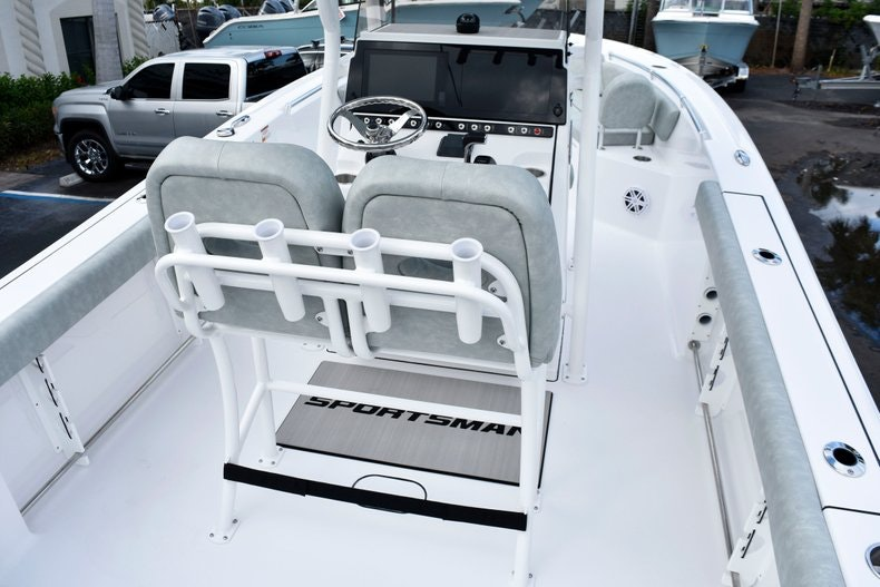 Thumbnail 9 for New 2019 Sportsman Heritage 241 Center Console boat for sale in West Palm Beach, FL