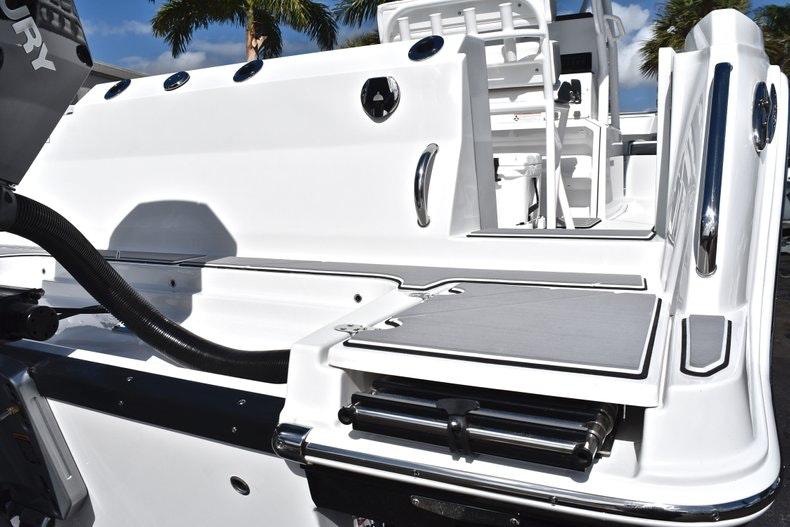 Thumbnail 10 for New 2019 Blackfin 242CC boat for sale in Miami, FL