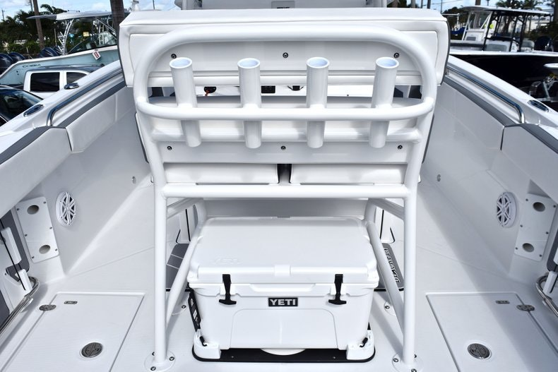 Thumbnail 29 for New 2019 Blackfin 242CC boat for sale in Miami, FL