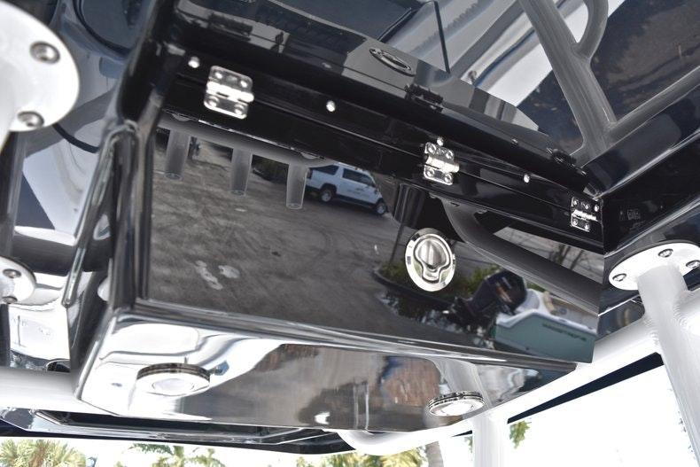 Thumbnail 35 for New 2019 Blackfin 242CC boat for sale in Miami, FL