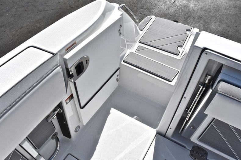 Thumbnail 16 for New 2019 Blackfin 242CC boat for sale in Miami, FL