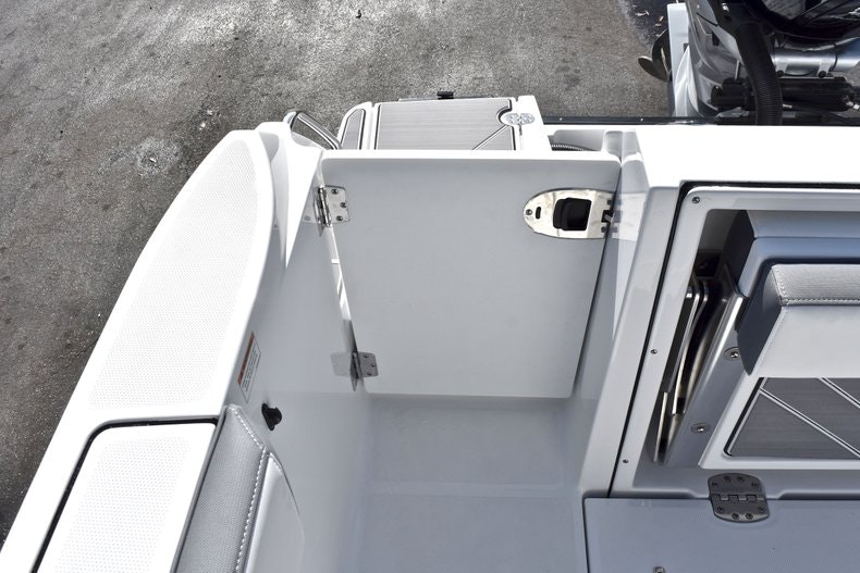 Thumbnail 17 for New 2019 Blackfin 242CC boat for sale in Miami, FL