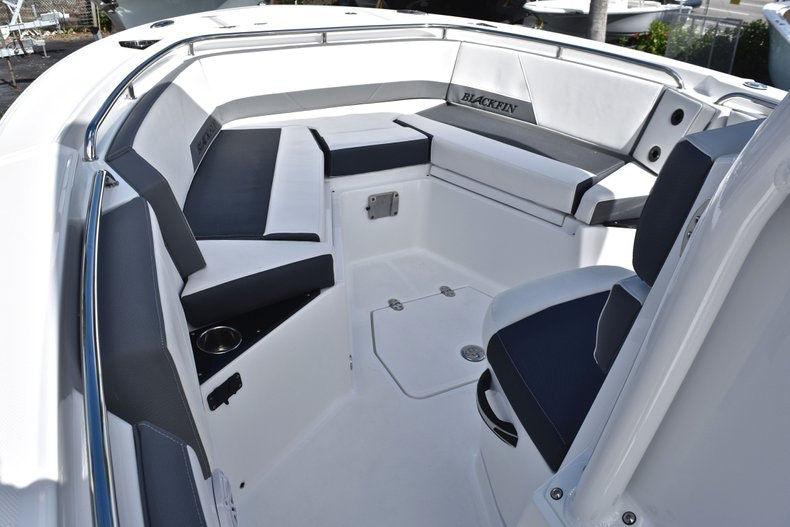 Thumbnail 49 for New 2019 Blackfin 242CC boat for sale in Miami, FL