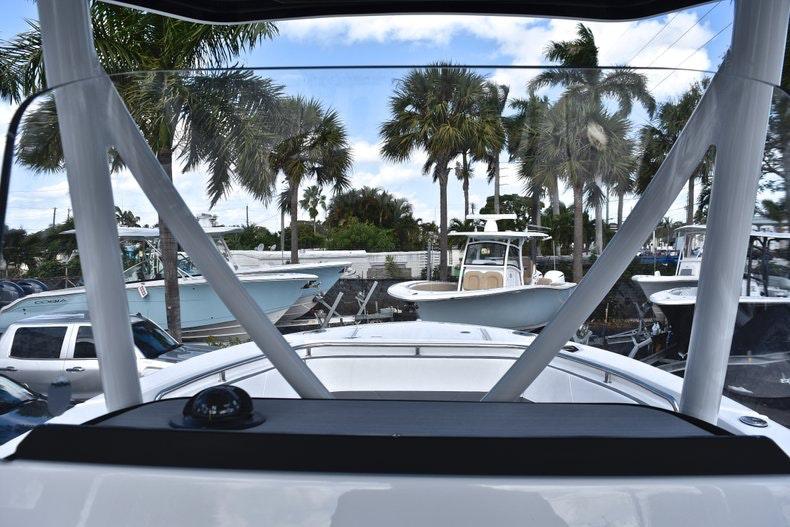 Thumbnail 37 for New 2019 Blackfin 242CC boat for sale in Miami, FL