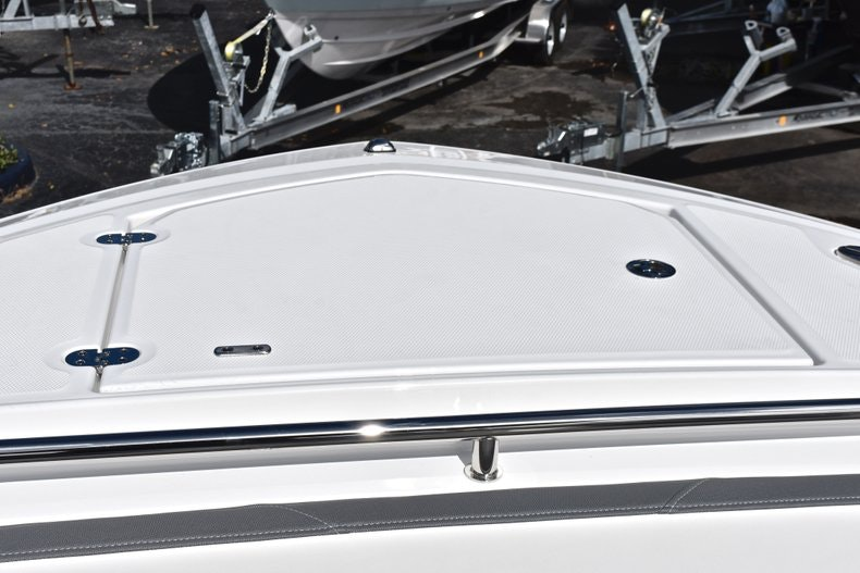 Thumbnail 60 for New 2019 Blackfin 242CC boat for sale in Miami, FL