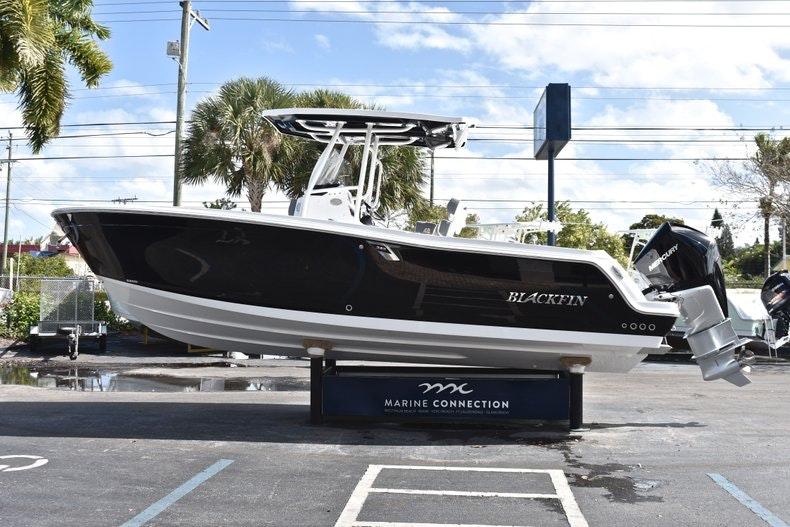 Thumbnail 5 for New 2019 Blackfin 242CC boat for sale in Miami, FL