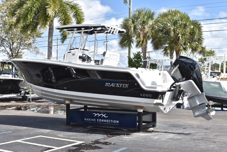 Thumbnail 6 for New 2019 Blackfin 242CC boat for sale in Miami, FL