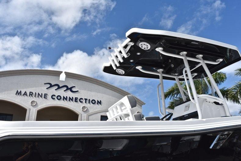 Thumbnail 9 for New 2019 Blackfin 242CC boat for sale in Miami, FL