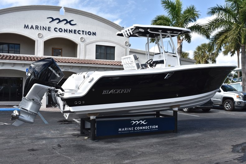 Thumbnail 8 for New 2019 Blackfin 242CC boat for sale in Miami, FL