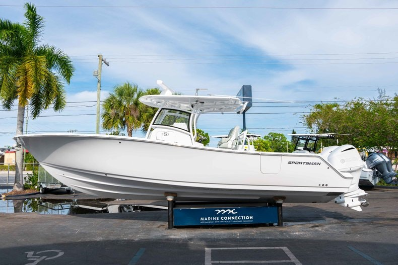 Thumbnail 4 for New 2019 Sportsman Open 312 Center Console boat for sale in Vero Beach, FL