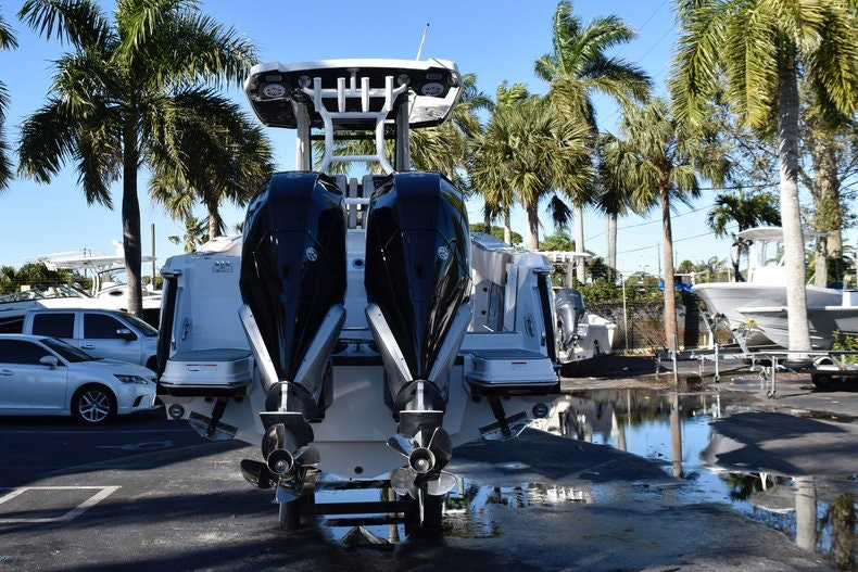 Thumbnail 6 for New 2019 Blackfin 272CC Center Console boat for sale in Fort Lauderdale, FL