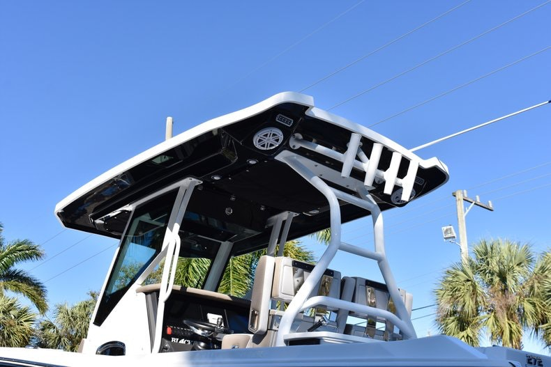Thumbnail 8 for New 2019 Blackfin 272CC Center Console boat for sale in Fort Lauderdale, FL
