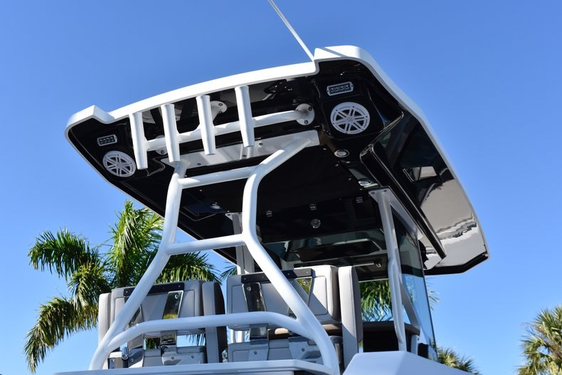 Thumbnail 9 for New 2019 Blackfin 272CC Center Console boat for sale in Fort Lauderdale, FL