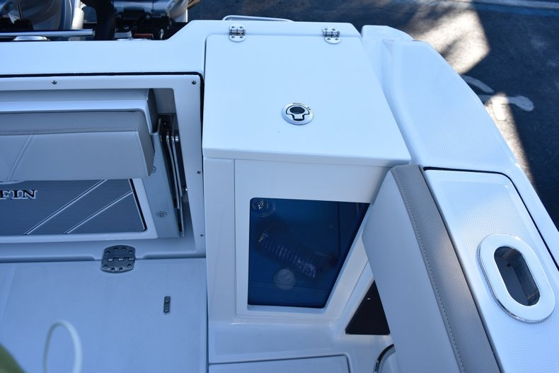 Thumbnail 19 for New 2019 Blackfin 272CC Center Console boat for sale in Fort Lauderdale, FL