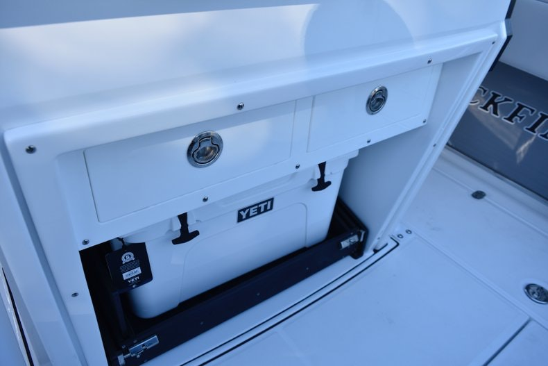 Thumbnail 30 for New 2019 Blackfin 272CC Center Console boat for sale in Fort Lauderdale, FL