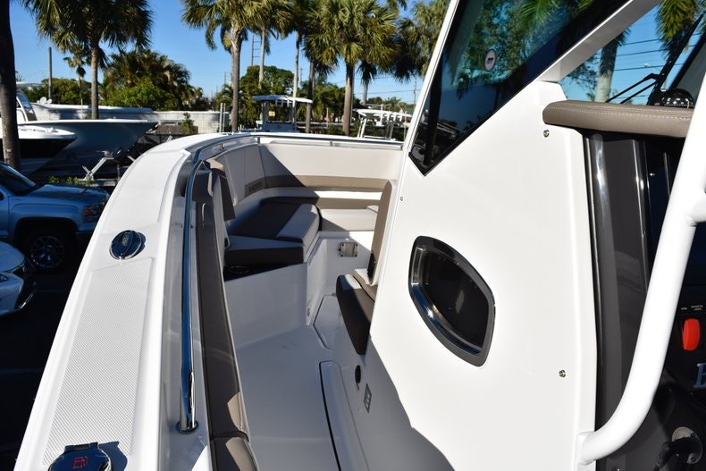 Thumbnail 64 for New 2019 Blackfin 272CC Center Console boat for sale in Fort Lauderdale, FL