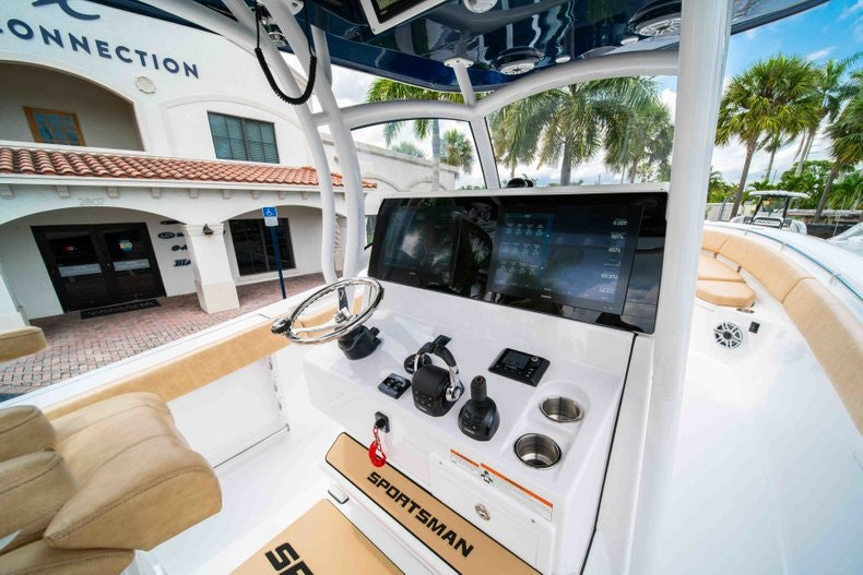 Thumbnail 28 for New 2019 Sportsman Open 312 Center Console boat for sale in West Palm Beach, FL