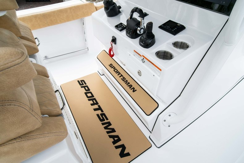 Thumbnail 39 for New 2019 Sportsman Open 312 Center Console boat for sale in West Palm Beach, FL