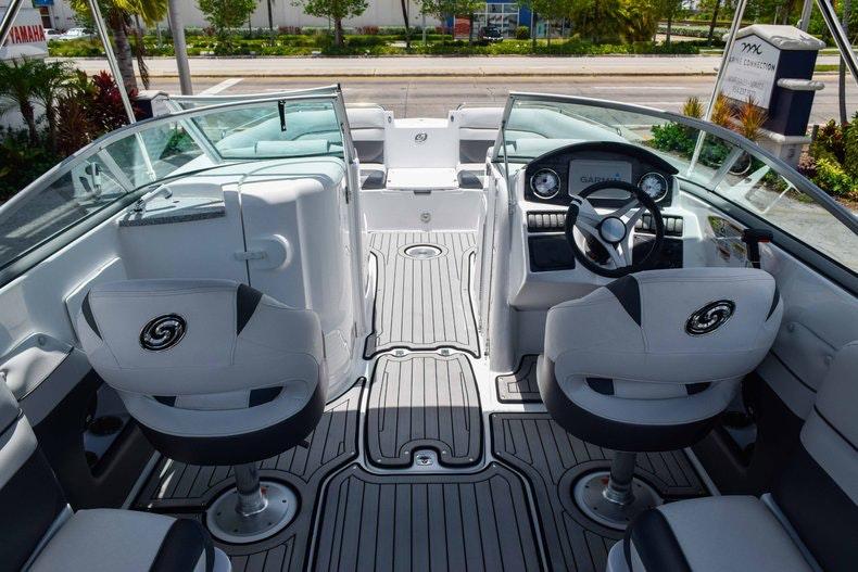 Thumbnail 28 for New 2019 Hurricane SunDeck SD 2486 OB boat for sale in Fort Lauderdale, FL