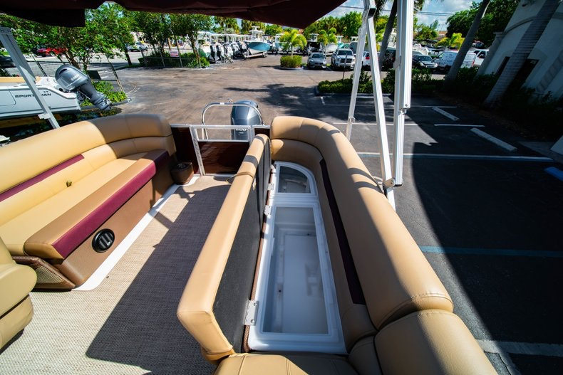 Thumbnail 10 for New 2019 Hurricane FunDeck FD 236SB boat for sale in West Palm Beach, FL