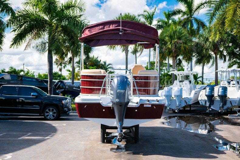 Thumbnail 6 for New 2019 Hurricane FunDeck FD 236SB boat for sale in West Palm Beach, FL