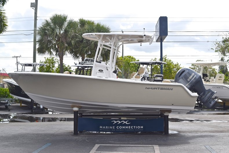 Thumbnail 4 for Used 2017 Sportsman Open 212 Center Console boat for sale in West Palm Beach, FL