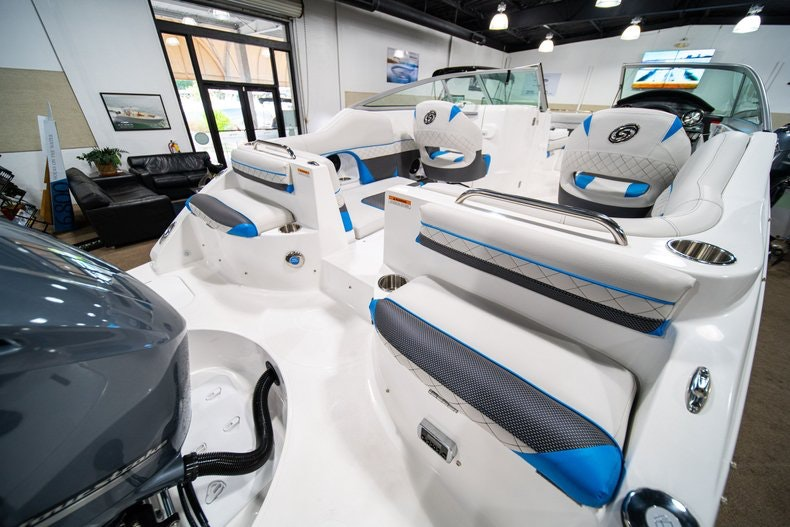 Thumbnail 8 for New 2019 Hurricane SunDeck SD 2486 OB boat for sale in West Palm Beach, FL