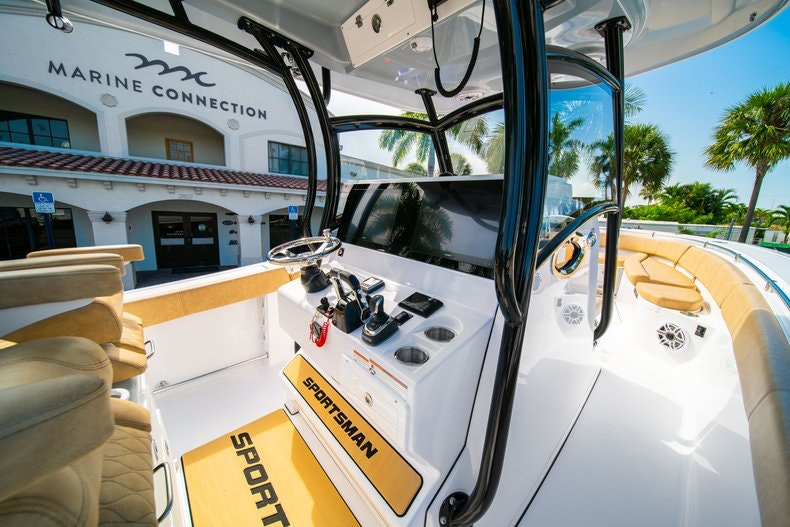 Thumbnail 22 for New 2019 Sportsman Open 312 Center Console boat for sale in Miami, FL