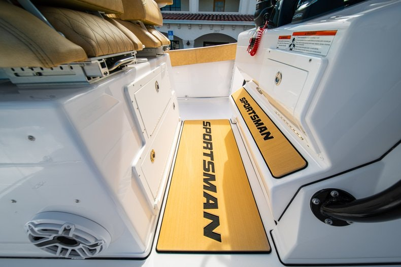 Thumbnail 27 for New 2019 Sportsman Open 312 Center Console boat for sale in Miami, FL