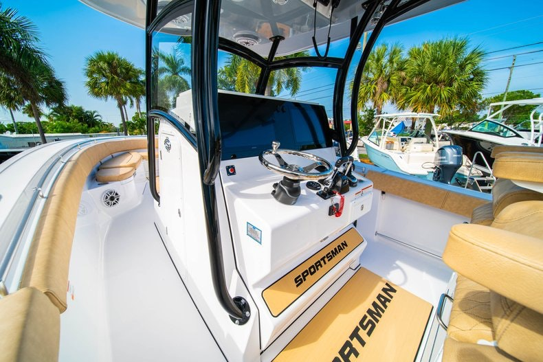 Thumbnail 23 for New 2019 Sportsman Open 312 Center Console boat for sale in Miami, FL