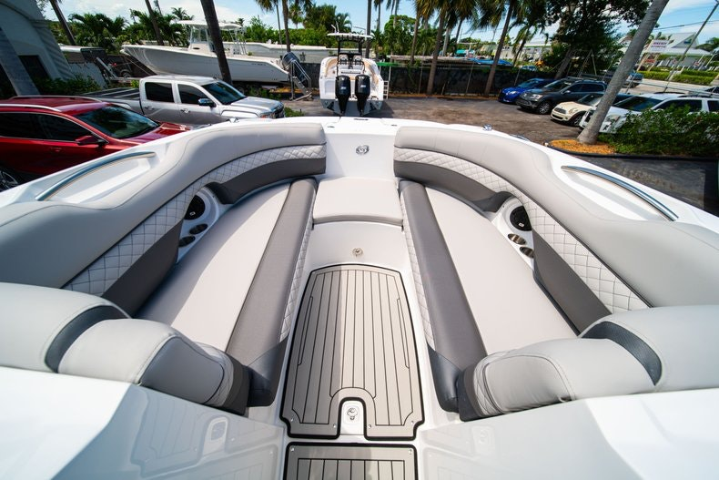 Thumbnail 30 for New 2019 Hurricane SunDeck SD 2690 OB boat for sale in West Palm Beach, FL