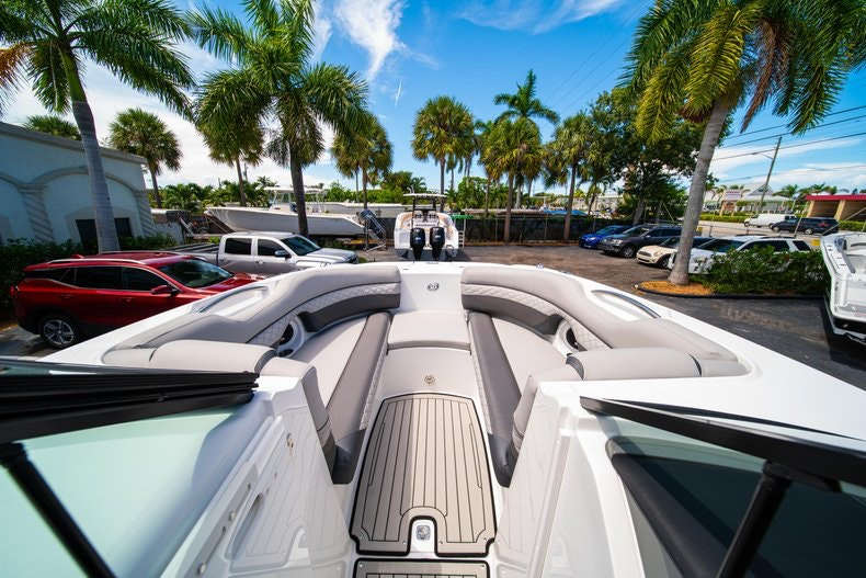 Thumbnail 32 for New 2019 Hurricane SunDeck SD 2690 OB boat for sale in West Palm Beach, FL