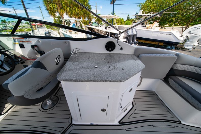 Thumbnail 10 for New 2019 Hurricane SunDeck SD 2690 OB boat for sale in West Palm Beach, FL