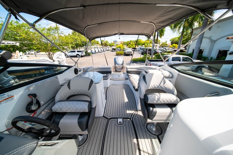 Thumbnail 24 for New 2019 Hurricane SunDeck SD 2690 OB boat for sale in West Palm Beach, FL